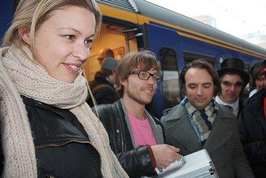 Annemieke, Giel en Gerard komen aan op Groningen Centraal