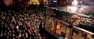 Ondanks de kou is het druk op de Grote Markt in Groningen