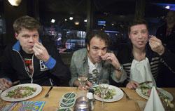 De drie dj's eten voor het laatst in Leiden