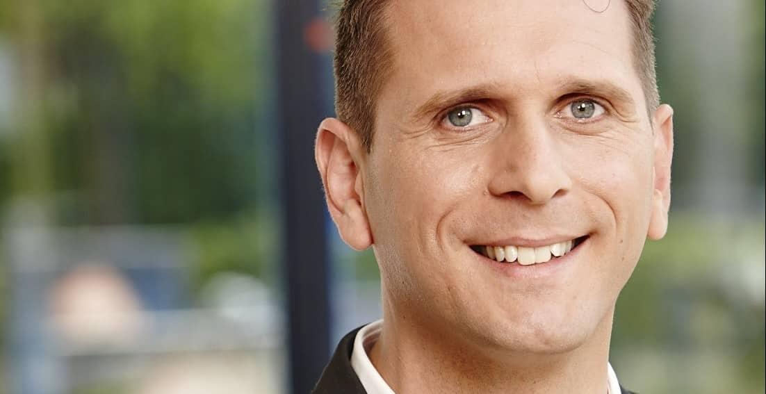 Citaten Bekende Nederlanders : Radio presentator duikt bed in met bekende nederlanders