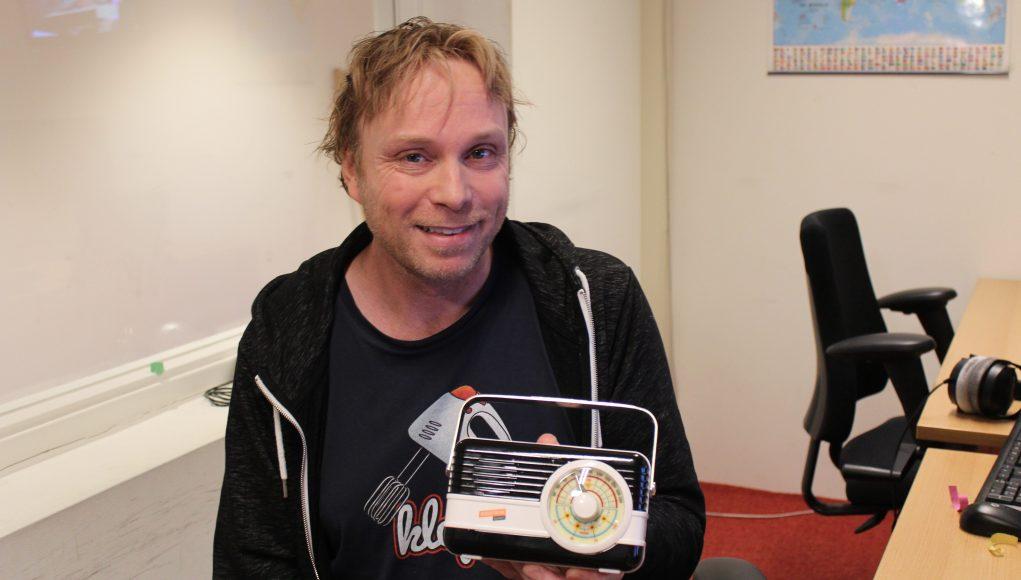 Matijn Nijhuis met zijn RadioFreak Award