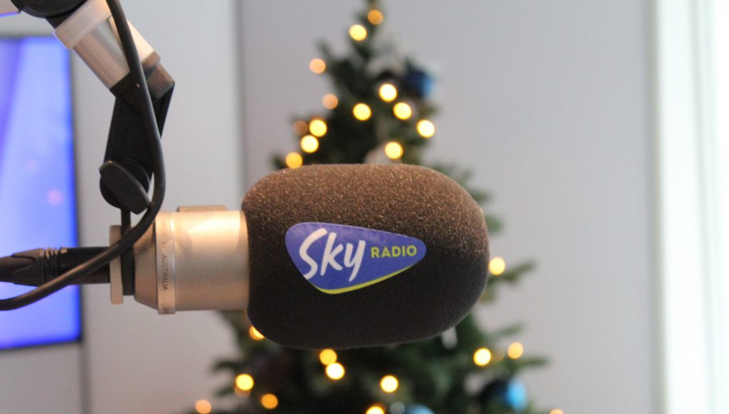 Plopkap Sky Radio met kerstboom